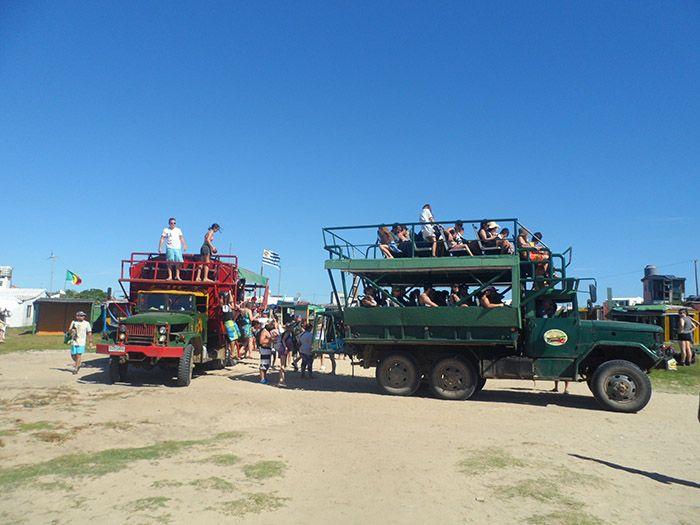 Camiones de Cabo Polonio, único medio de transporte con el que se puede acceder al parque