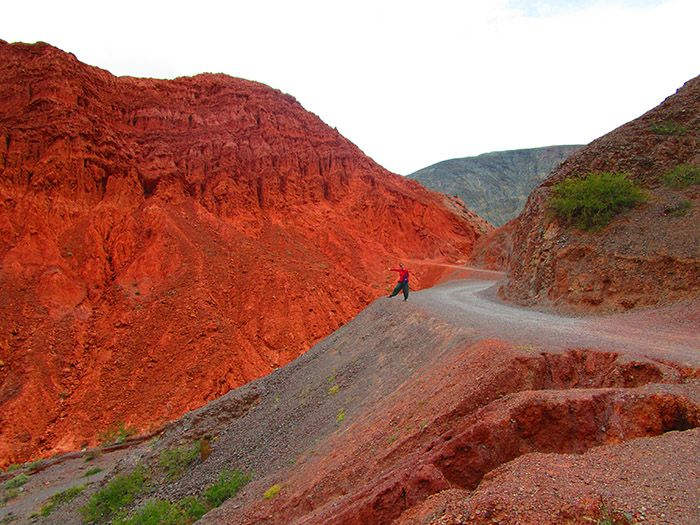 Paseo de los Colorados rodeando el Cerro de los 7 colores