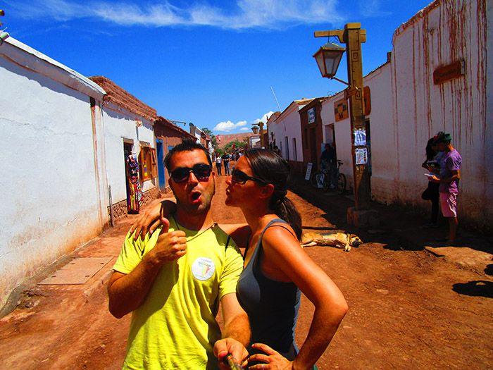 Haciendo el tonto por las calles de San Pedro de Atacama