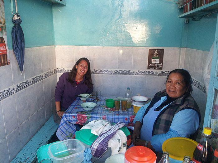 En los mercados de Bolivia puedes comer por poco más de un euro.