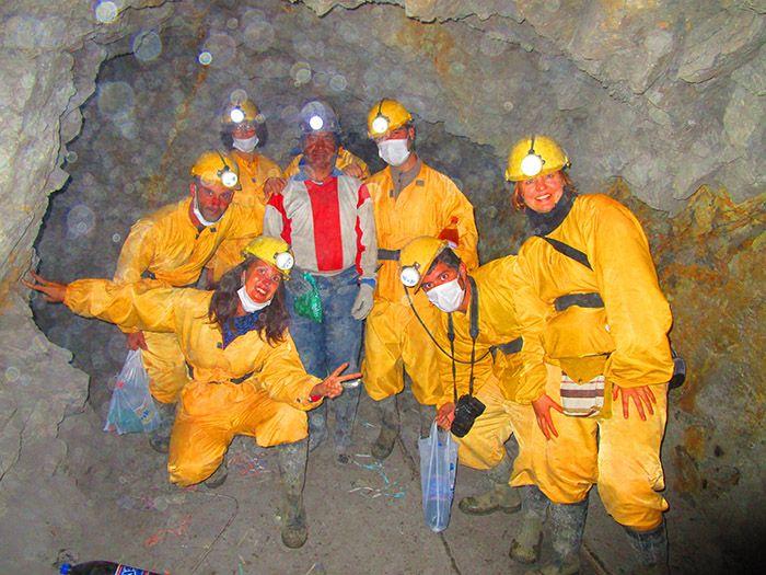Brindando con minero Potosí