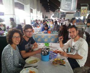 Comiendo en el Mercado Central de Sucre