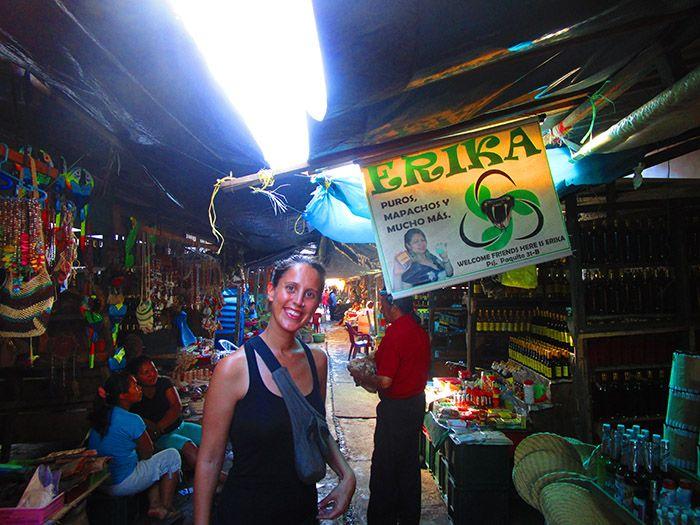 Paseo por las calles del Mercado del Barrio de Belén ¡muy recomendable!