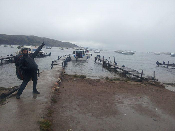 ¡Al mal tiempo buena cara! ¡Zarpamos hacia la Isla del Sol!... Maldita lluvia...