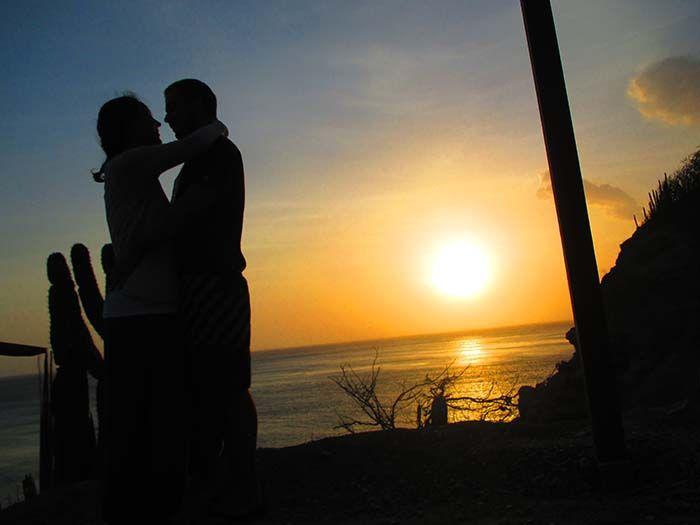 Los dos solos ante la puesta de sol cada día... ¿que más se puede pedir?