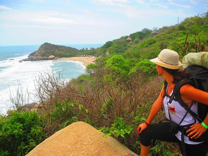 Primer contacto con el mar, camino de Arrecifes... ¿Aún no se ve el camping? ¡Qué calor!