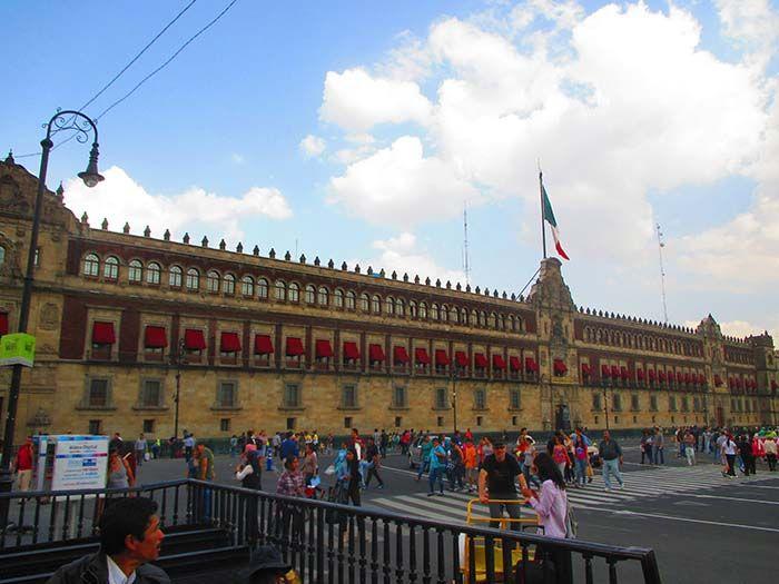 El Palacio Nacional en la el Zócalo o Plaza de la Constitución... ¡enorme!