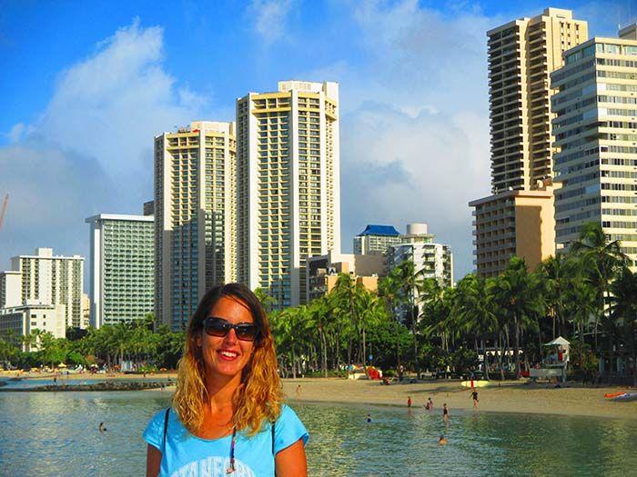 Volley, surf, gente haciendo deporte... ¡El ambientillo en la playa de Waikiki es de lo más animado!