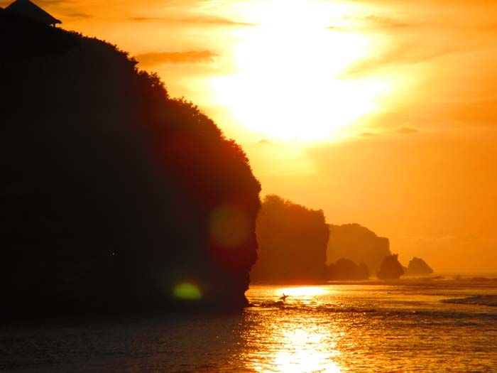 Puesta de sol en la playa de Bingin, Uluwatu, Bali