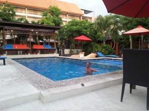 "Bañito en la piscina del hotel ""agua calentita.. :("""