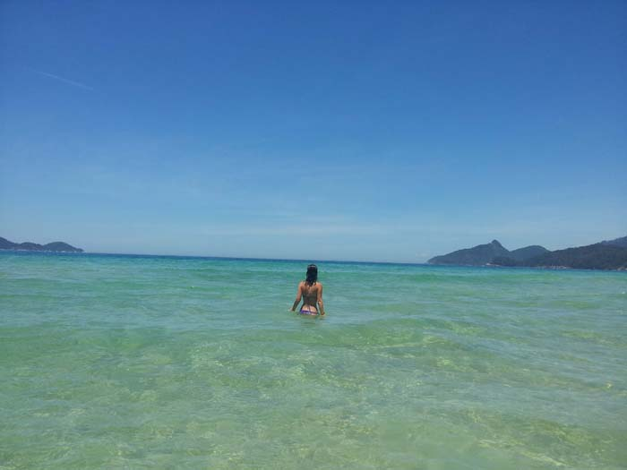 Agua cristalina en la playa de Lopes Mendes, Ilha Grande, Brasil