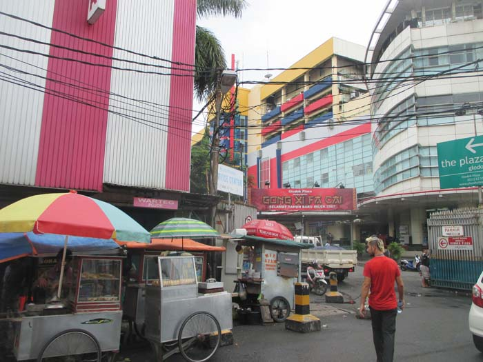 Entrada el centro comercial Glodok Plaza