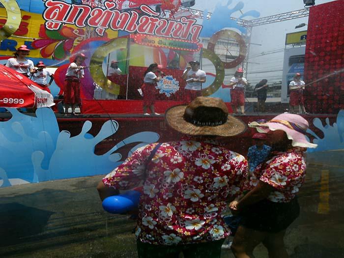 Indumentaria songkran año nuevo tailandés chiang mai