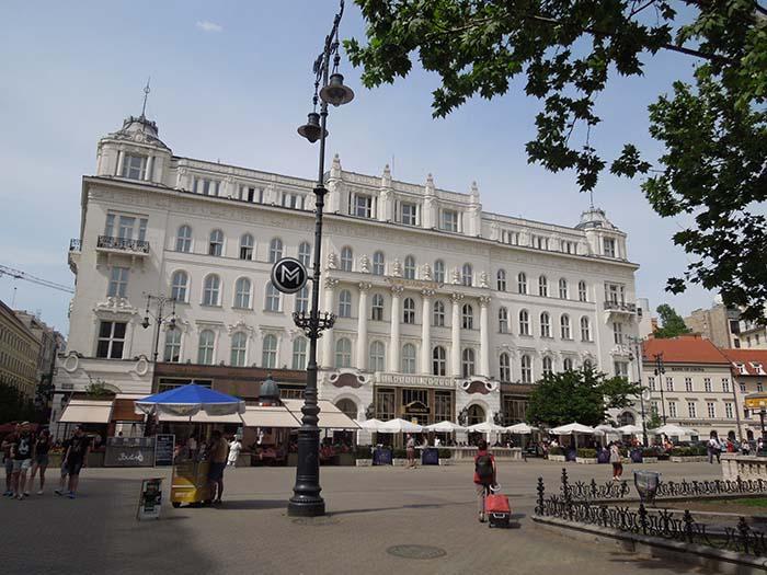 Famosa pastelería en la plaza Vorosmarty tér