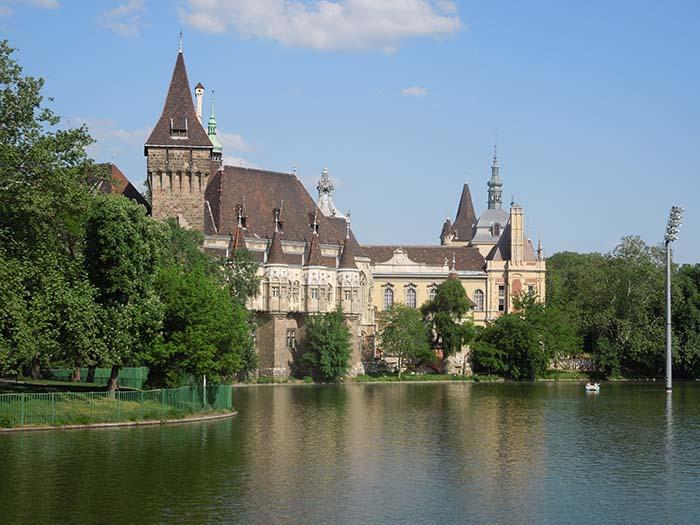 Parque Varosliget o City Park de Budapest