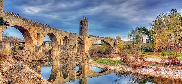 Los mejores pueblos medievales de Cataluña. Besalú