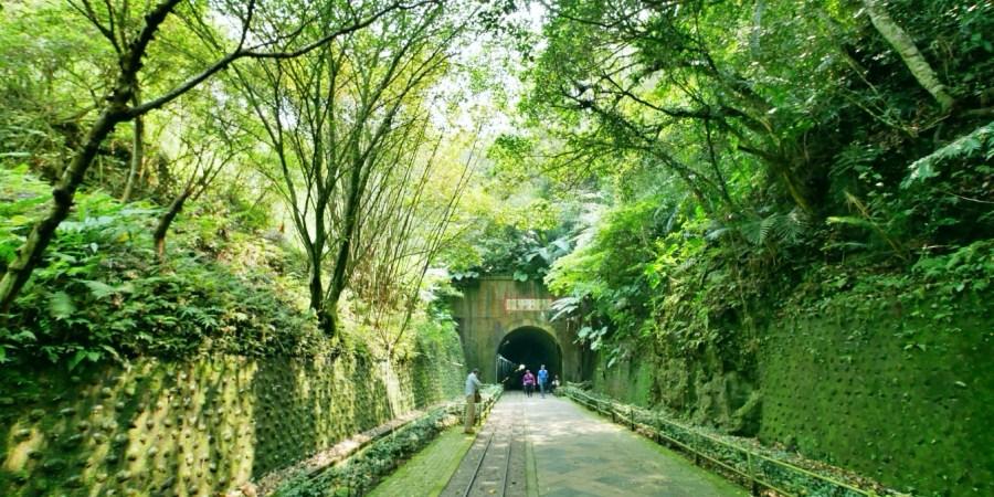 [大溪旅遊]舊百吉隧道 慈湖往角板山的免費景點~內有早年的台車輕便鐵路.平緩好走又涼快 @VIVIYU小世界