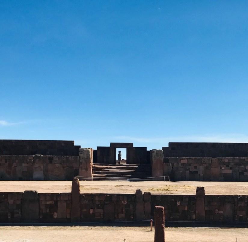 illustration d'une représentation inadaptée de sa situation : Tiwanaku, une civilisation qui n'a vu les bouleversement de son environnement et s'est effondrée, malgré ses connaissance techniques.