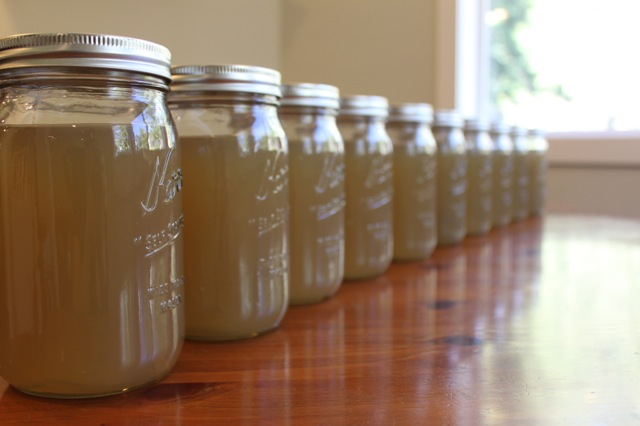 Mason Jars of Chicken Broth | vixenskitchen.com