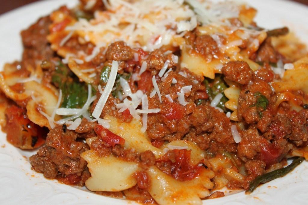 Crock Pot Cheesy Bow Tie Spaghetti - www.vixenskitchen.com