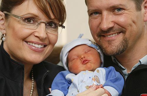 Sarah, Todd & Trig Palin www.huffingtonpost.com
