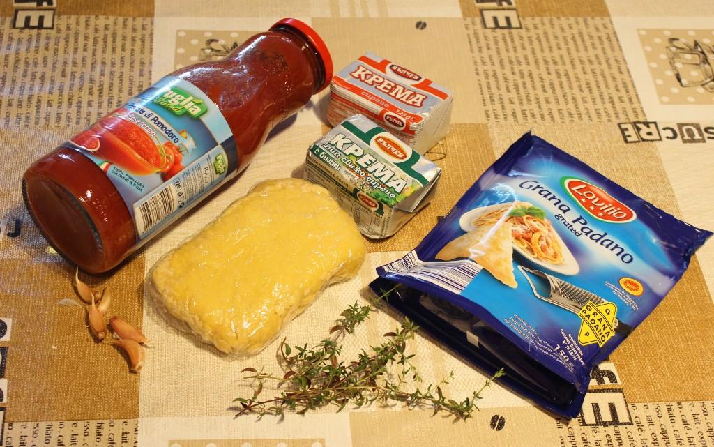 Пълнена паста с крема сирене и доматен сос