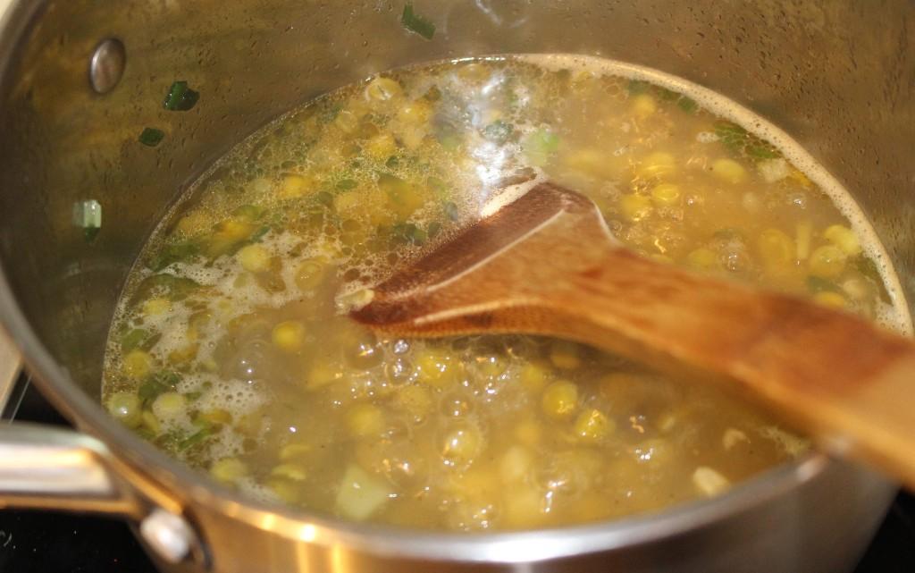 Гъста грахова супа със свинско от буркан