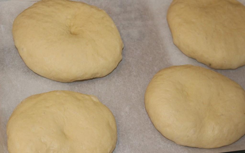 Бриоши за бургери, замесени в хлебопекарна