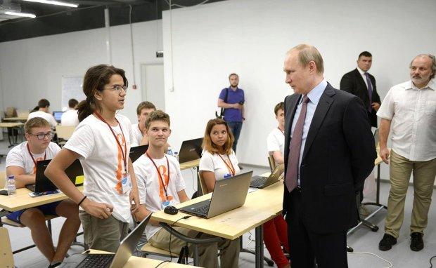 Показанный Путину собранный школьниками наноспутник будет запущен в космос