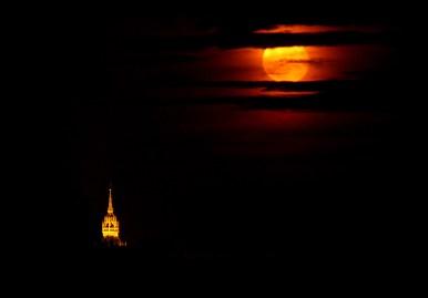 Kostel a Měsíc