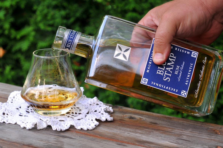 rum blue stamp pohár