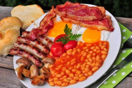 anglické raňajky na grile