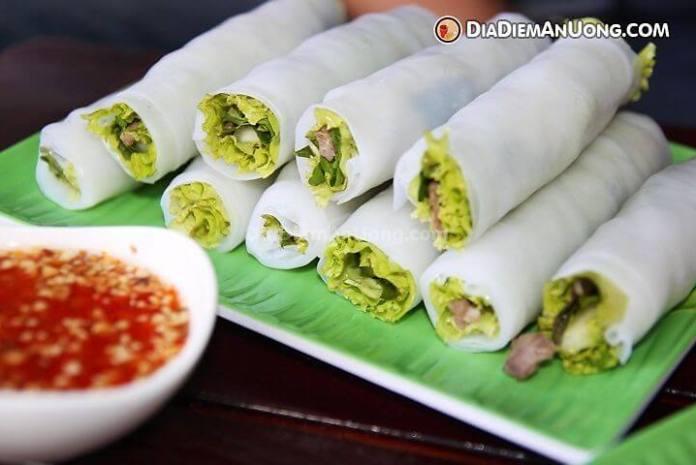 Phở cuốn là món ăn vặt hấp dẫn không thể bỏ qua khi du lịch Hà Nội