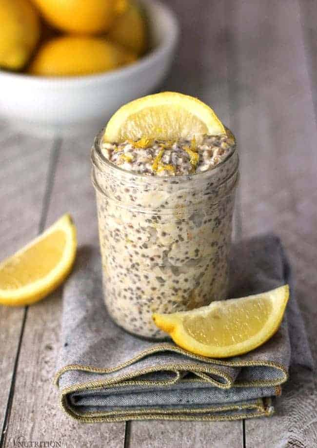 Lemon Overnight Oats | These lemon overnight oats are a refreshing take on breakfast. Tart and sweet, these are perfect for sunny weather (or to brighten your day when you wish it was sunny)! vegan overnight oat recipe, vegan, gluten-free, dairy-free breakfast