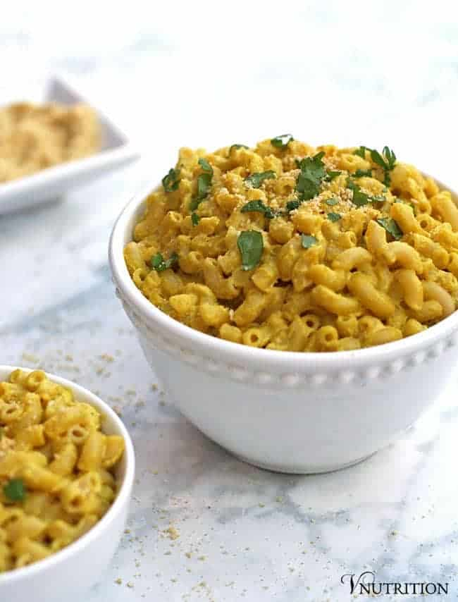 Creamy Vegan Mac and Cheese | You won't miss the dairy in this Creamy Vegan Mac and Cheese. The cashews make this sauce velvety and smooth and perfect for a quick yet healthy weeknight meal. | Check out the recipe or pin for later!