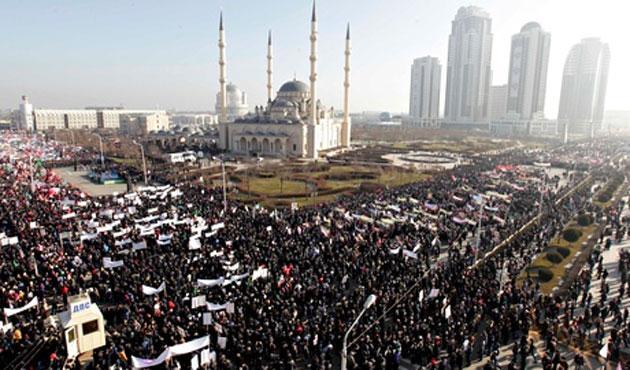 Tiga Muslim Mengguncang Pusat-Pusat Kekuasaan Dunia