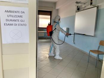 L'Esercito sanifica le scuole nel messinese prima degli esami di maturità (1)