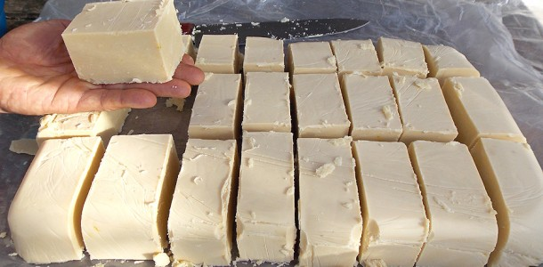 Receita de sabão caseiro com óleo usado: prático, barato e cremoso.