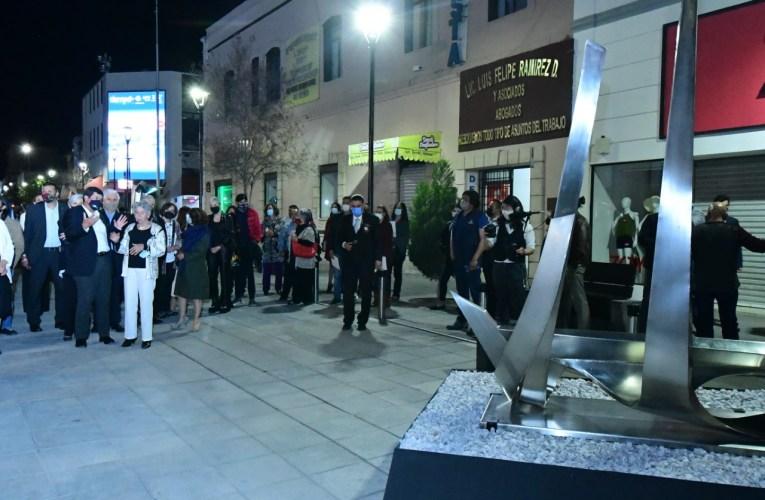 """Inaugura Gobernador la exposición """"La vida del metal"""" de Águeda Lozano"""