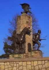 monumentul eroilor cavaleristi din primul razboi mondial Oituz