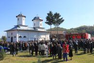 Biserica Bercioiu Barsesti, din comuna Budesti, si noul asezamant au fost sfintite
