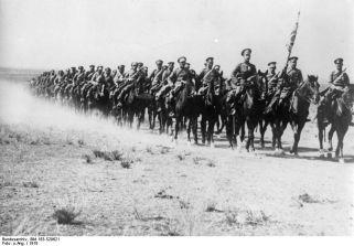 1916: Cavaleria bulgară în marş în Dobrogea.