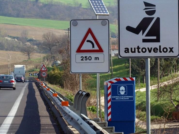 Autovelox - sistem za kontrolu brzine na otvorenom putu