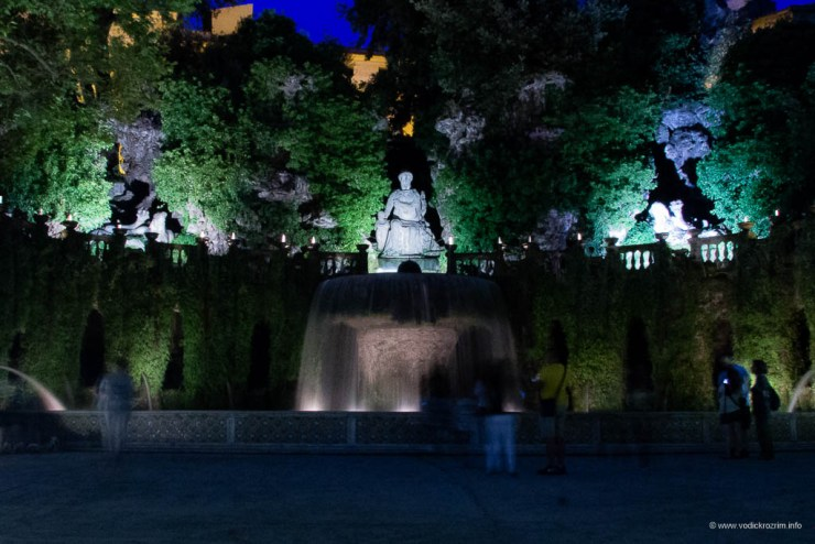 Vila d'Este noću - Ovalna fontana