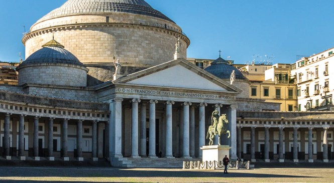 Trg plebiscita u Napulju (Piazza del Plebiscito)