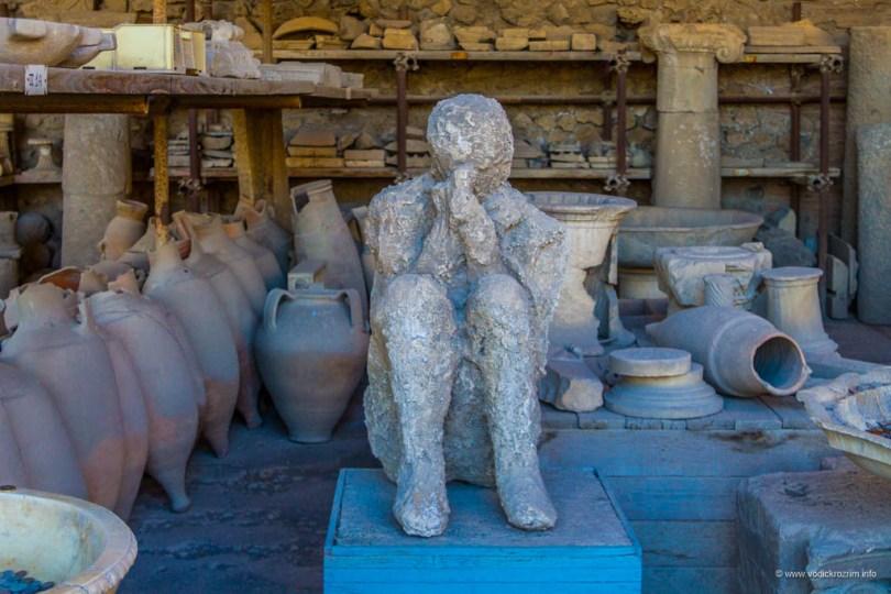 Gipsane figure Pompejaca koji nisu stigli da pobegnu od smrti
