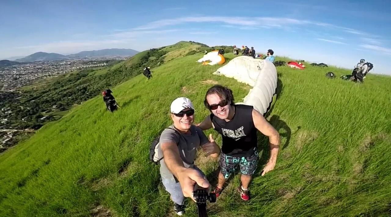 Dois passageiros na Rampa de decolagem de parapente em Paciência RJ