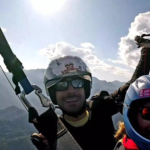 Piloto diretor da VoeDuplo voando em Petrópolis RJ