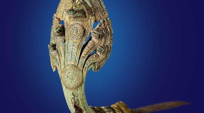 Kurzschwert Kambodscha, Khmer, Angkor Wat-Stil 12. Jahrhundert n. Chr. Griff: Vergoldete Bronze, Klinge: Eisen Länge: 54 cm Privatsammlung Copyright: Weltkulturerbe Völklinger Hütte/Hans-Georg Merkel