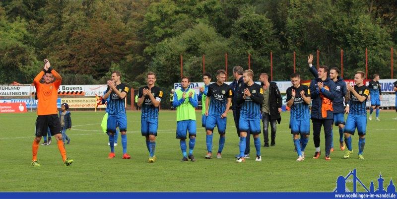 Das Team bedankt sich bei den Fans, die als 12. Mann hinter dem Team standen (Foto: Hell)